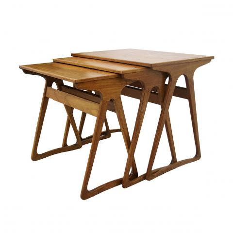 Scandinavia, 1950's, Nestle Tables, Elm wood, 40cm x 50cm x 56cm (stacked together)